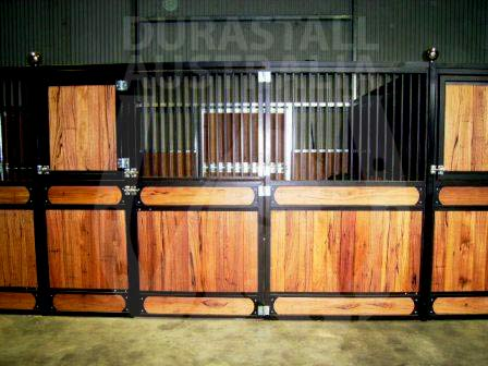 hardwood-durastall-black-powdercoated-stables-2