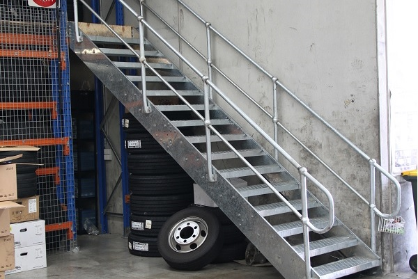 600-gal-stair-light-4