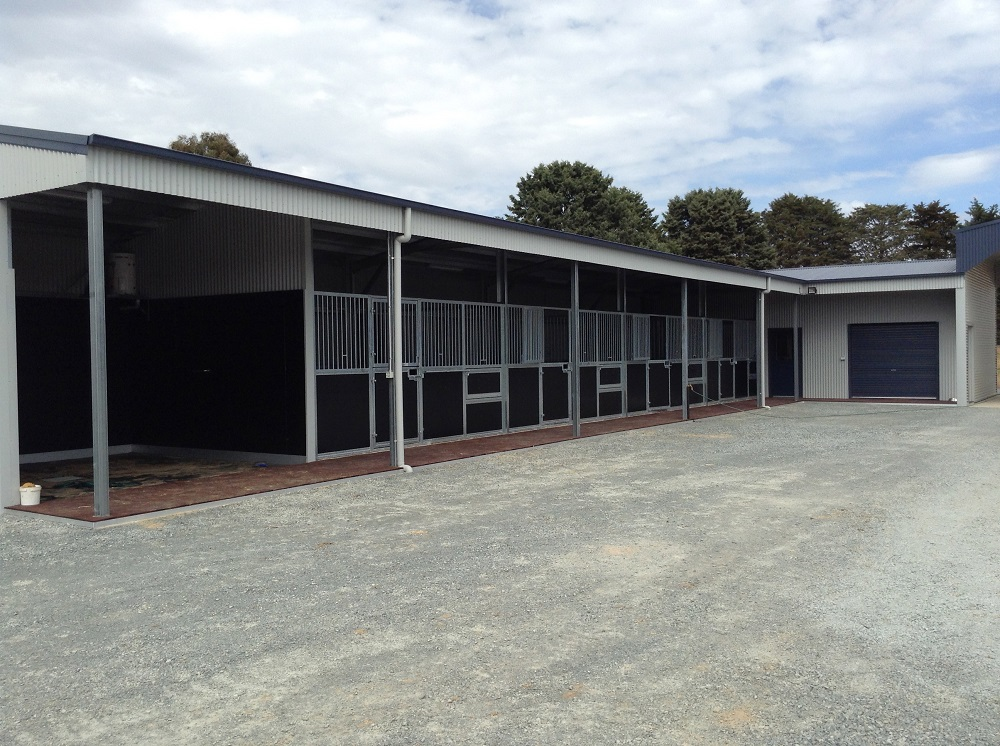 Inline-stables-with-wash-bay